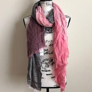 NWT Calvin Klein Silk Blend Cilor Black Scarf Wrap
